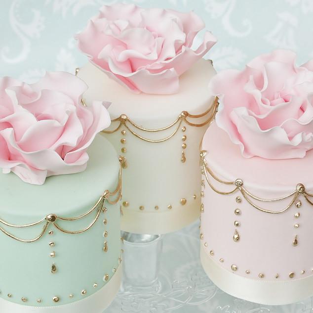Hand Piped Mini Cake