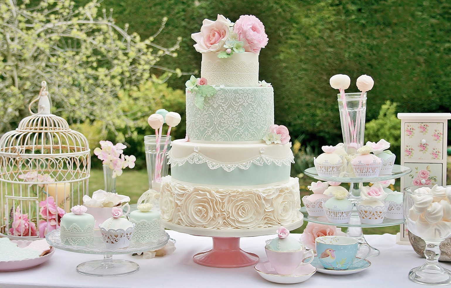 the whimsical cakery | cookie favours | wedding cakes northamptonshire
