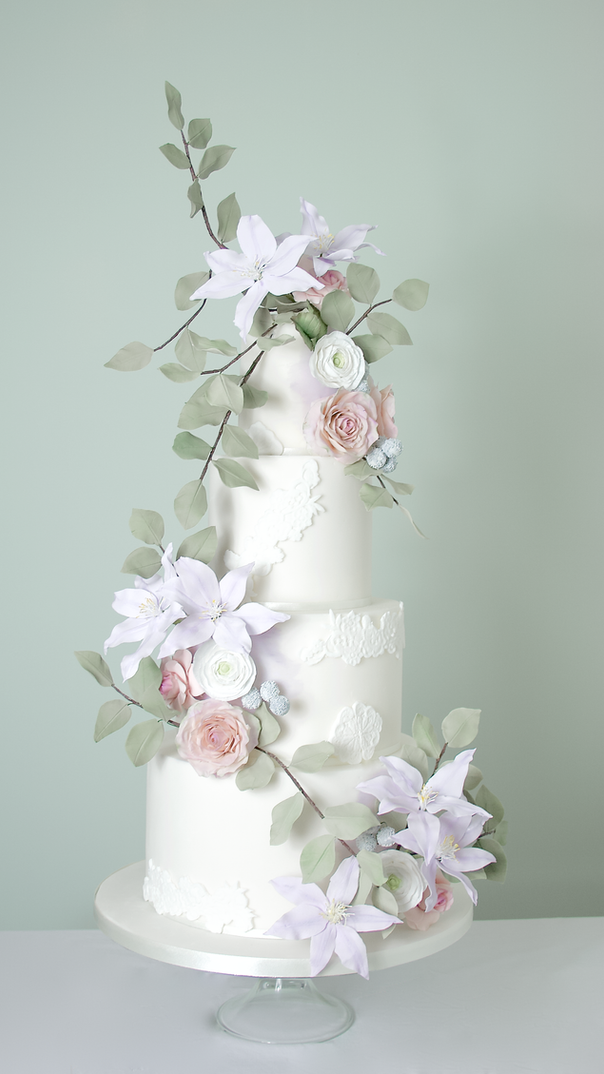 Trailing clematis sugar flower wedding cake