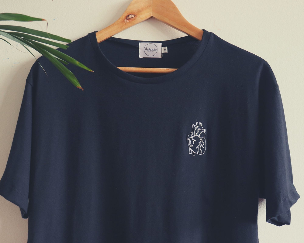 Camiseta preta básica item da moda casual