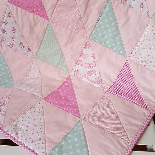 pembe üçgen patchwork bebek battaniyesi