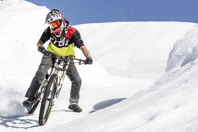 bike teacher crans-montana switzerland enduro vtt downhill bikevs.ch best places to ride in switzerland valais paganelli julien italien français anglais bestwear upgrade yours skills ride or die