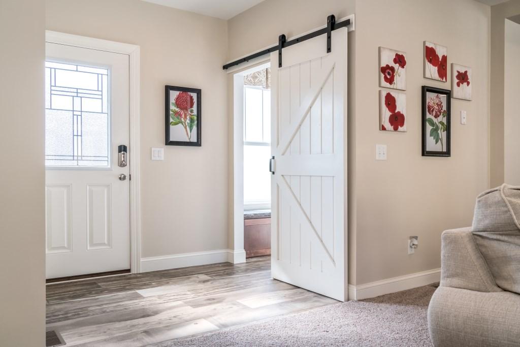 Foyer / Coat Room