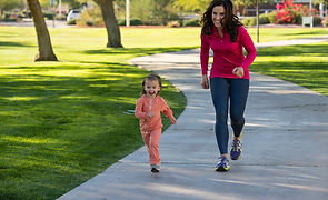 mom-and-daughter-running-together_detail