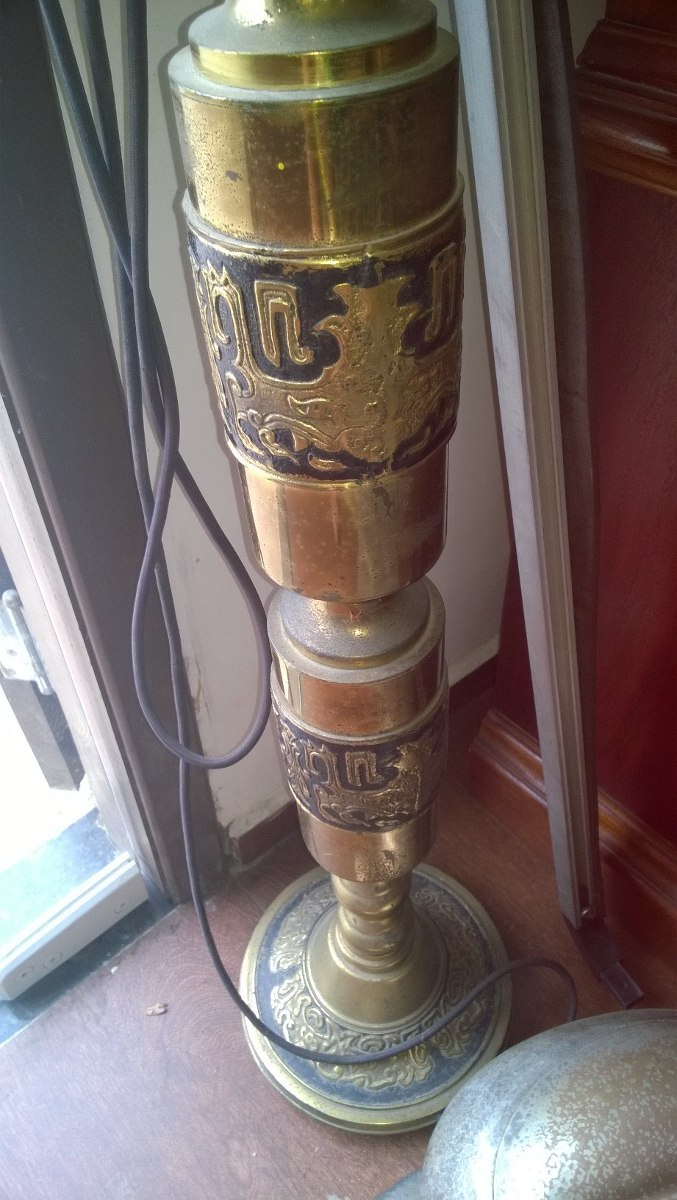 Telefone Antigo em Bronze de Pé