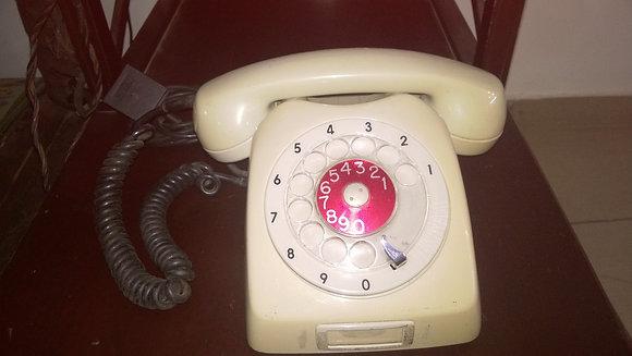 Telefone antigo de disco cor off white