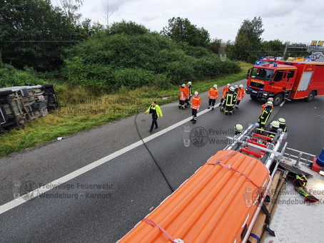 Umgekipptes Wohnmobil - Verkehrsunfall auf der BAB 2 (19.09.2021)