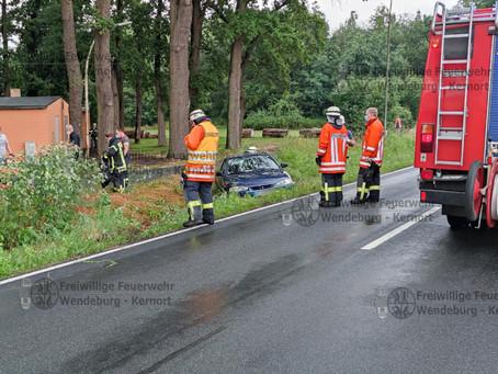 PKW-Unfall mit eingeklemmter Person (30.06.2021)