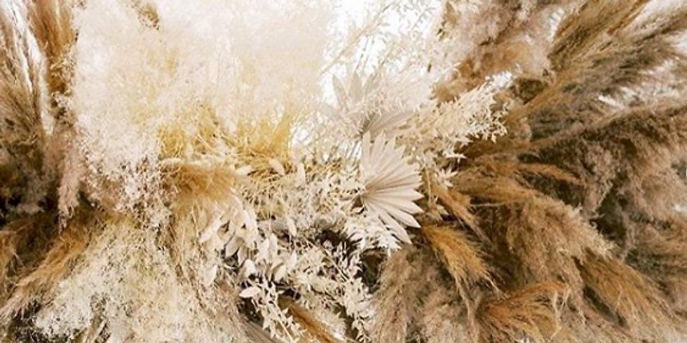 Feestelijke wolk/krans in droogbloemen 'De Maekerij'