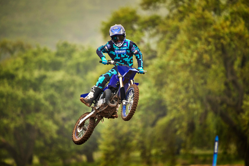 2021-Yamaha-YZ85LW-EU-Icon_Blue-Action-0