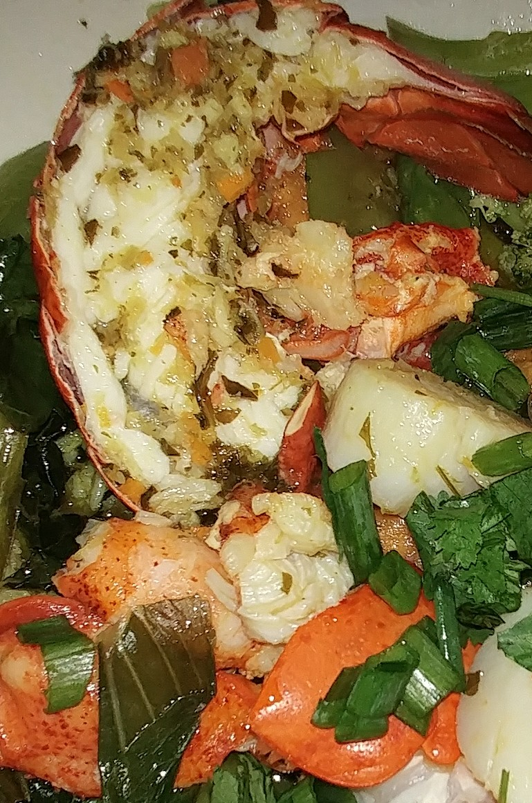 0608171910 lobster scalop photo.jpg