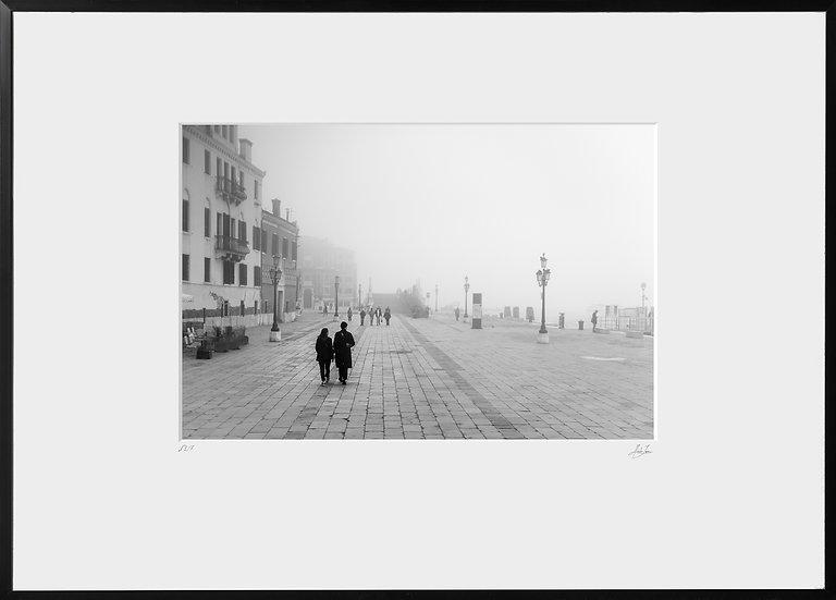 Tirage Photographique - Marcheurs à Venise - Studio Minh-Son