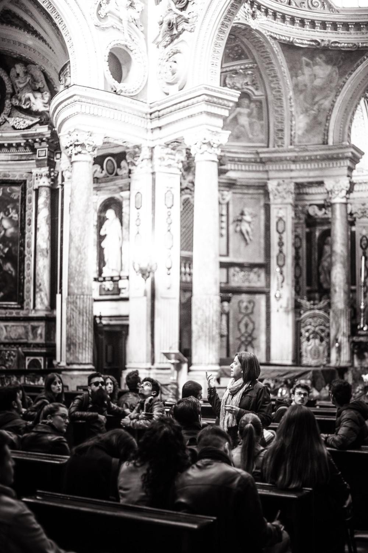 Voilà à quoi peut ressembler un cours magistral d'histoire de l'époque moderne (Renaissance - Fin XVIII ème) avec la professeure Silvia Beltramo. Wow !