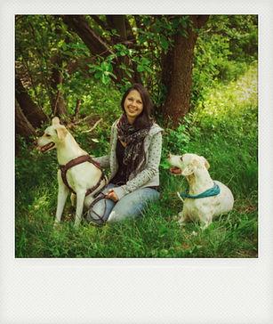 Hundetrainerin Julia mit ihren Hunden Robin und Kiki