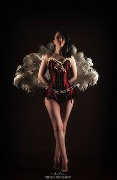 Mizz Twisted Cherry, burlesque pose