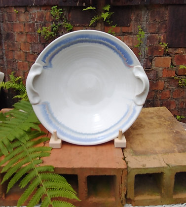 Double handle bowl in antique white