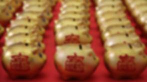 golden-piggy-banks.jpg