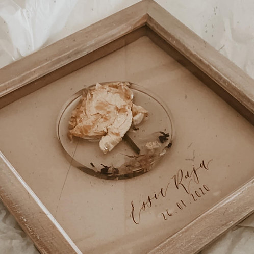Small framed and personalised flower resin