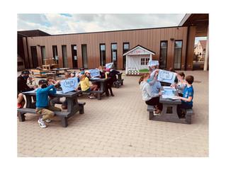 Nieuwe picknickbanken voor onze buitenklassen