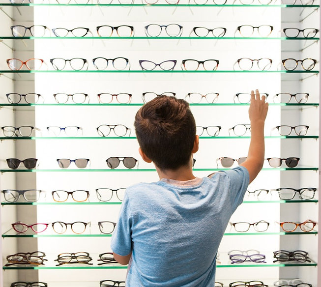 pediatric-eye-exam-glasses-selection_edi