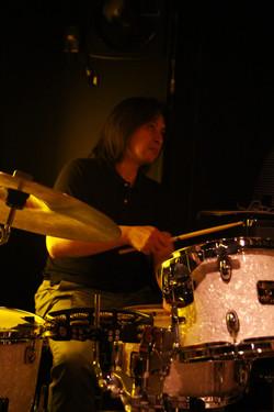 CHANSON ROCK - ドラム:計良康之