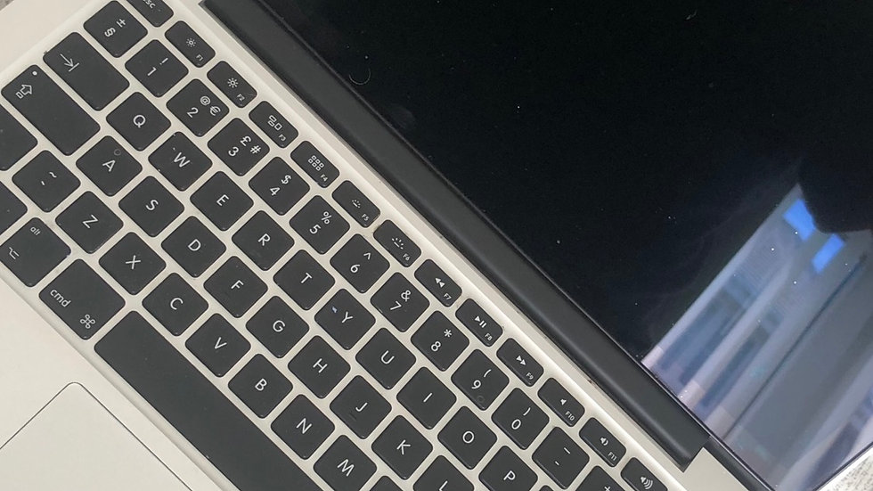 Macbook Air -A1466-I5-8GB Ram-256 GB Flash Drive
