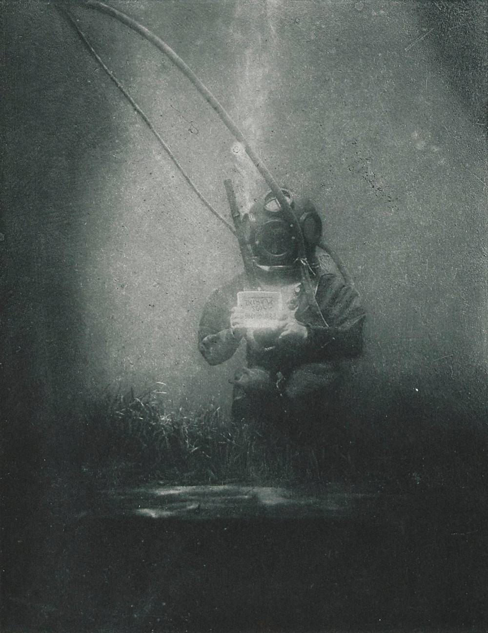Emil Racovitza as diver at Observatoire océanologique de Banyuls-sur-Mer, 1899, picture by Louis Boutan