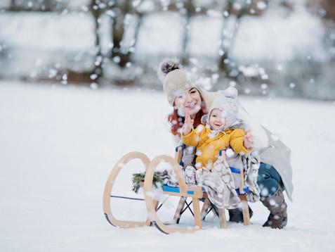 I děti se fotí na sněhu rády