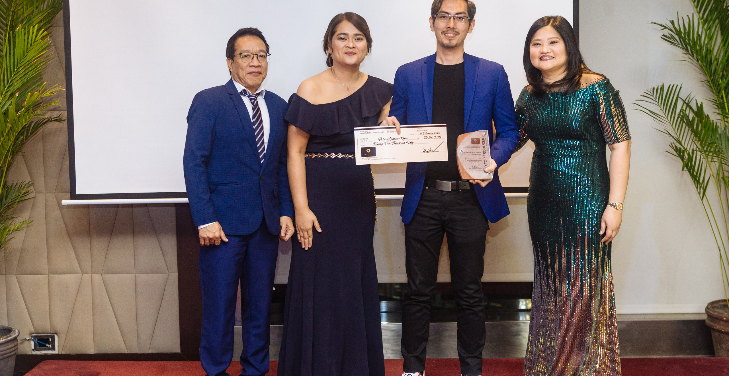 3rd Annual Top Sales Manager Mr. Peter Andrew Khaw (3rd from left) with CCI Officers