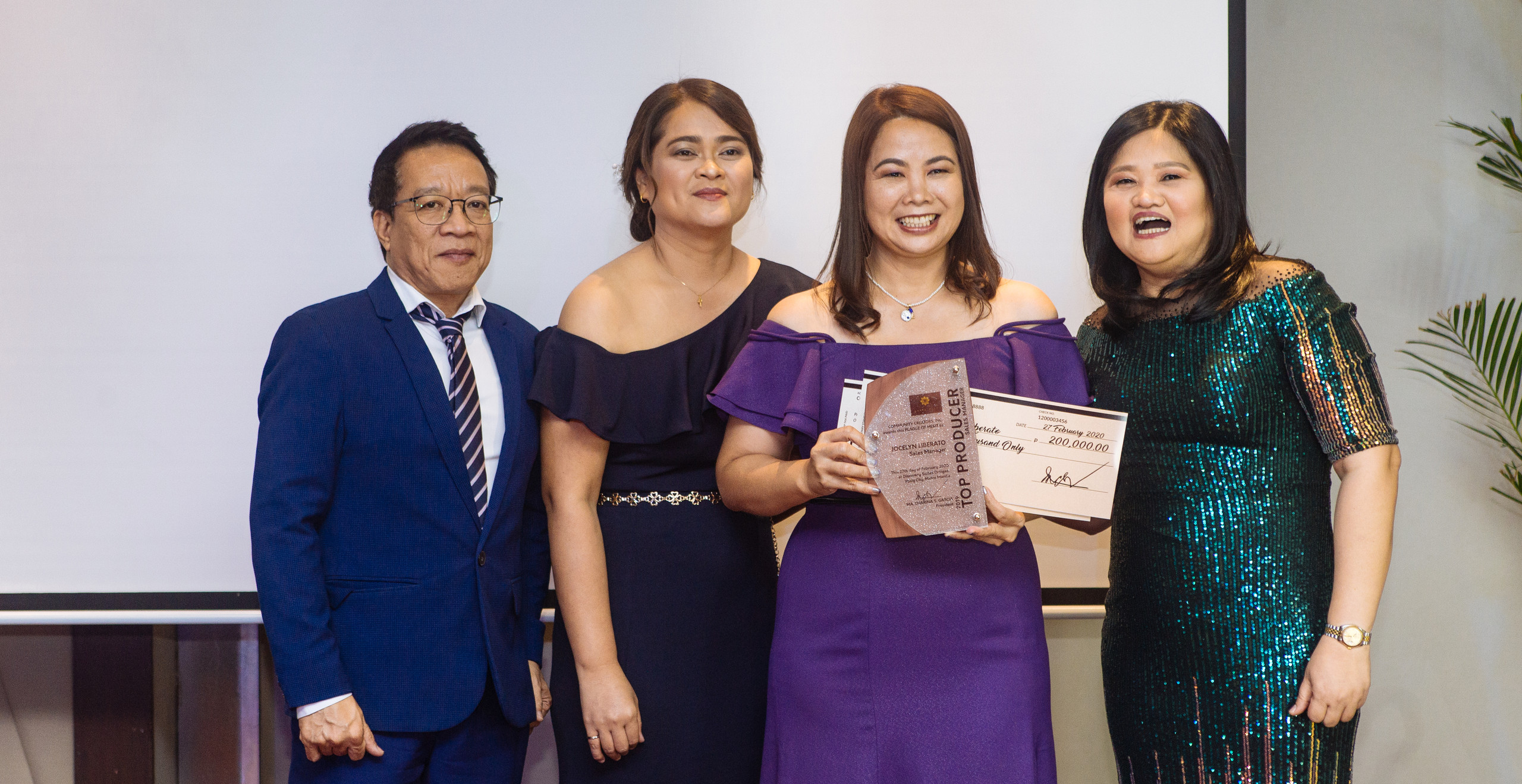 Annual Top Sales Manager Ms. Jocelyn Liberato (3rd from left) with CCI Officers