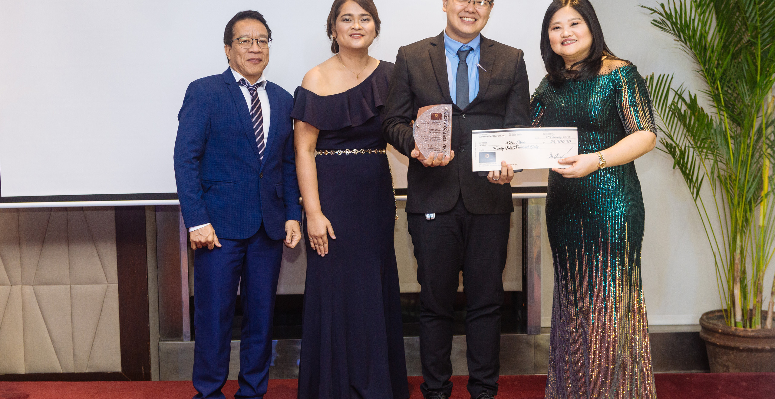 2nd Annual Top Property Consultant Mr. Peter Chua (3rd from left) with CCI Officers