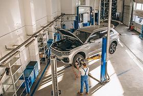 auto-mechanic-checking-car_1303-14042.jp