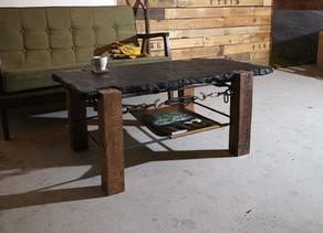 「木」「鉄」「石」「革」と家具