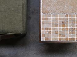 天然石のモザイクとタモのテーブル