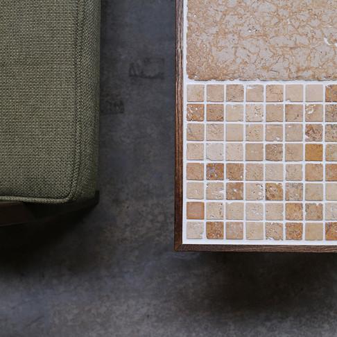 売り切れです 天然石のモザイクとタモ材のローテーブル【ラテ002】