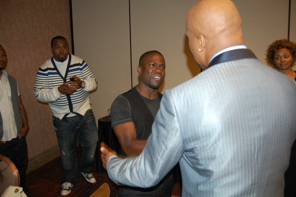 Kevin Hart on set Think like a Man