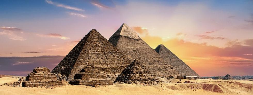 pyramids-2371501_960_720.jpg
