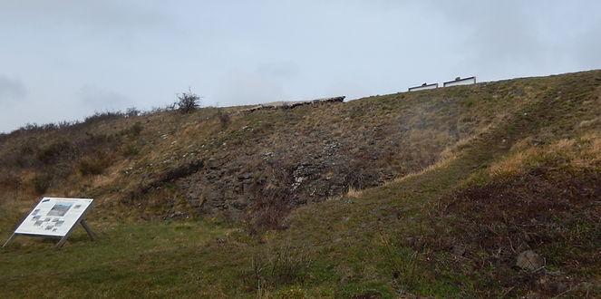 Vestiges des remparts sud de Gergovie