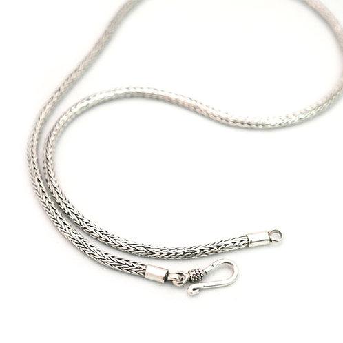 Kæde i sølv med kroglås, håndlavet sildeflet, 3mm bred