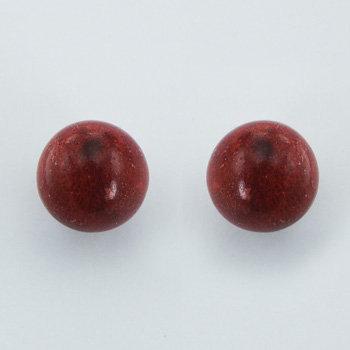 Ørestikker i sterlingsølv med kugleformet æblekoral (925)