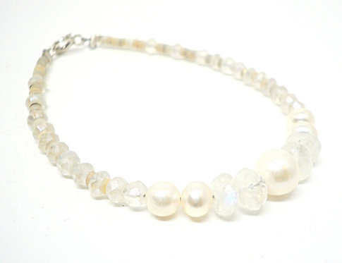 Kila Design, Armbånd med spektrolit, perle og sterlingsølv lås (925)