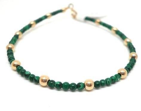 Kila Design, Armbånd med malakit og 14 kt. guld beads (585)