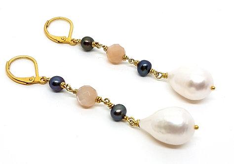 Kila Design, Ørehænger i forgyldt sølv med rosa månesten og perle (925)