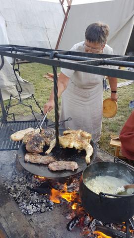 Farmor laver kylling på Trelleborg