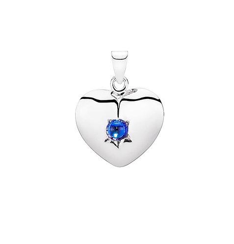 Lund Cph, Vedhæng i sterlingsølv med syntetisk blå safir, hjerteformet (925)
