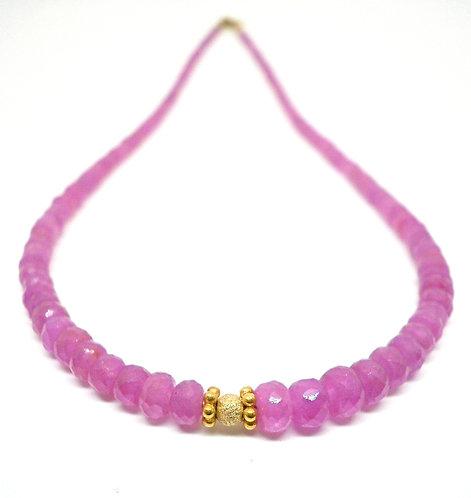 Kila Design, Halskæde med pink safir og 14 kt. guld beads (585)