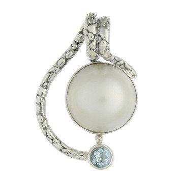 Vedhæng i sterlingsølv med blå topas og perle (925)