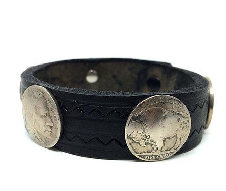 Armbånd i sort læder og gamle Buffalo five cents nickels