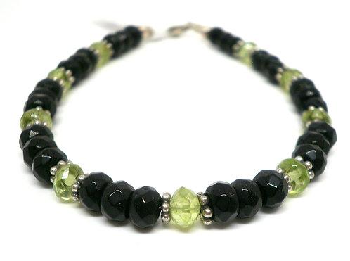 Kila Design, Armbånd med sort onyx, peridot og sterlingsølv beads (925)