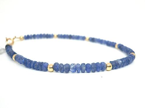 Kila Design, Armbånd med blå safir og 14 kt. guld beads (585)